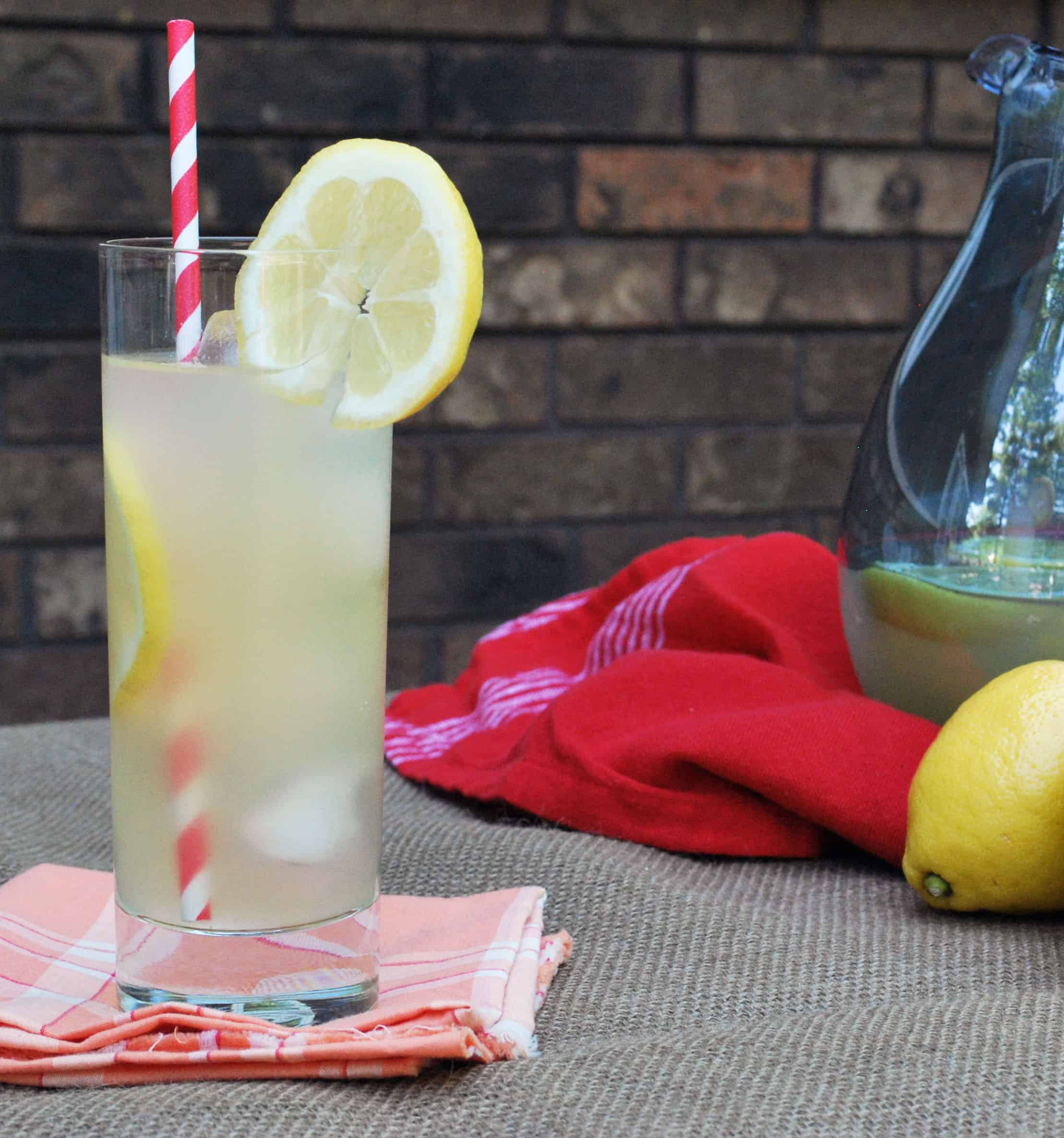 Homemade Lemonade - This will be perfect for summer! Full recipe at theliveinkitchen.com