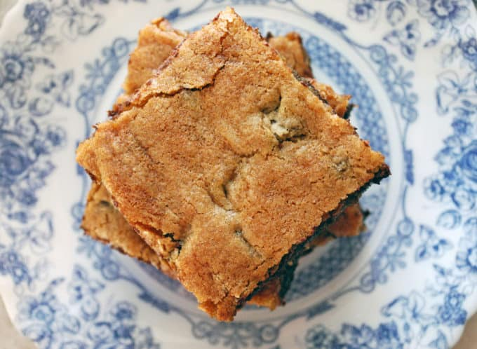 Chocolate Chunk Blondies - Just like your favorite chocolate chip cookie only easier, these come out perfect every time! Full recipe at theliveinkitchen.com