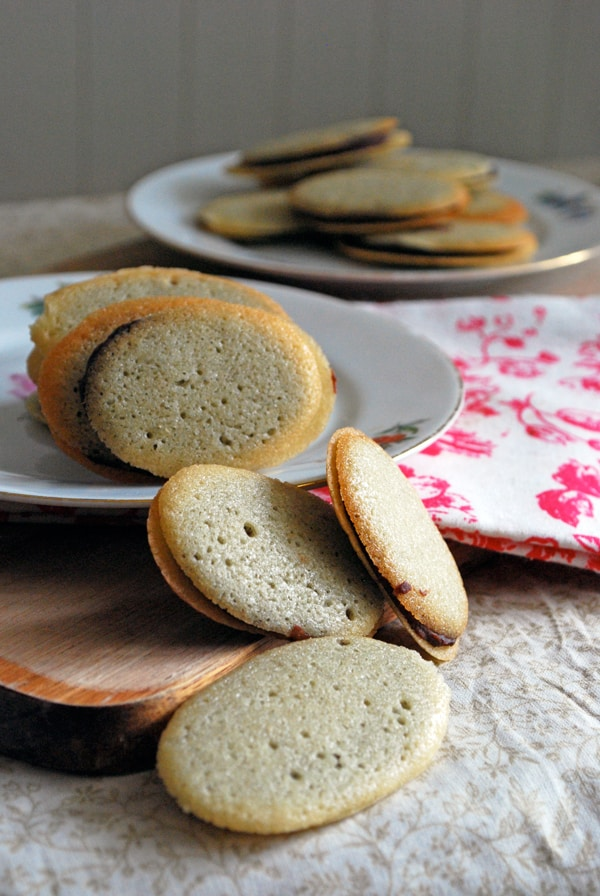 Homemade Milano Cookies - the perfect easy treat to enjoy with coffee or tea! // The Live-In Kitchen