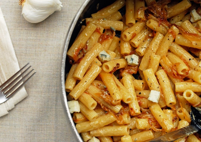a pan of rigatoni with gorgonzola