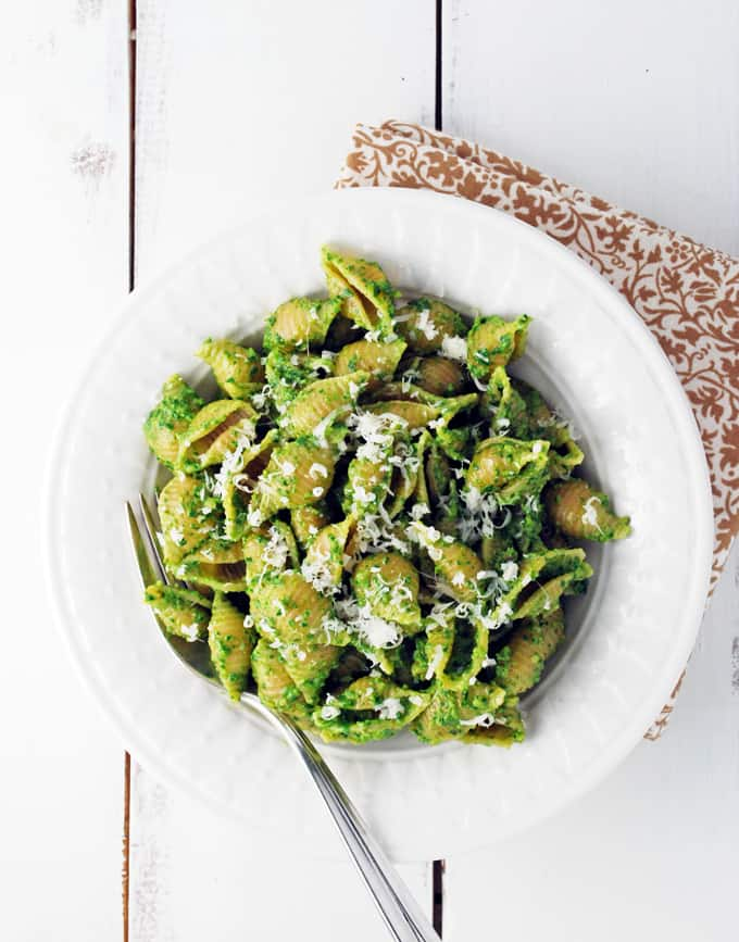 Spinach Pesto Pasta // The Live-In Kitchen