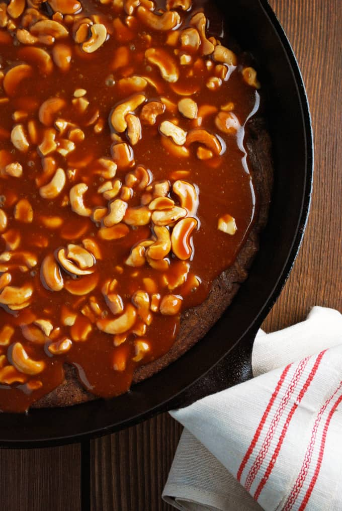 Caramel Cashew Skillet Brownies - This is everything I love in a brownie!