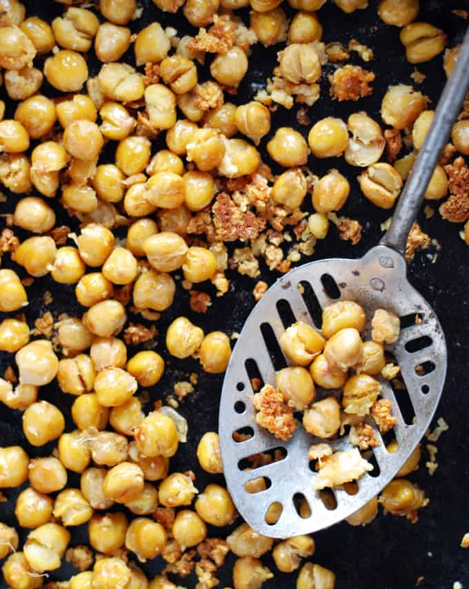 Roasted Chickpeas - Quick and easy, these versatile beans make a simple snack or tasty addition to your dinner! Full recipe at theliveinkitchen.com