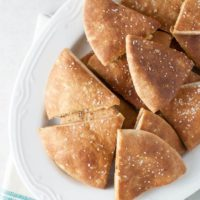Baked Pita Chips - This super simple recipe is going to change your world! Full recipe at theliveinkitchen.com