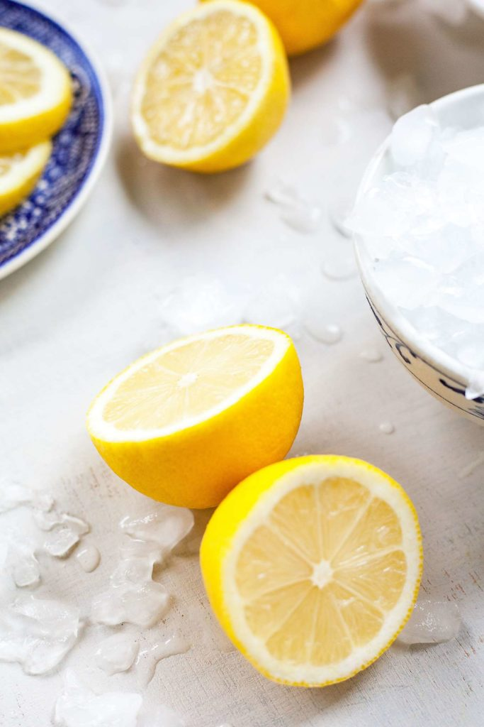 cut lemons with ice