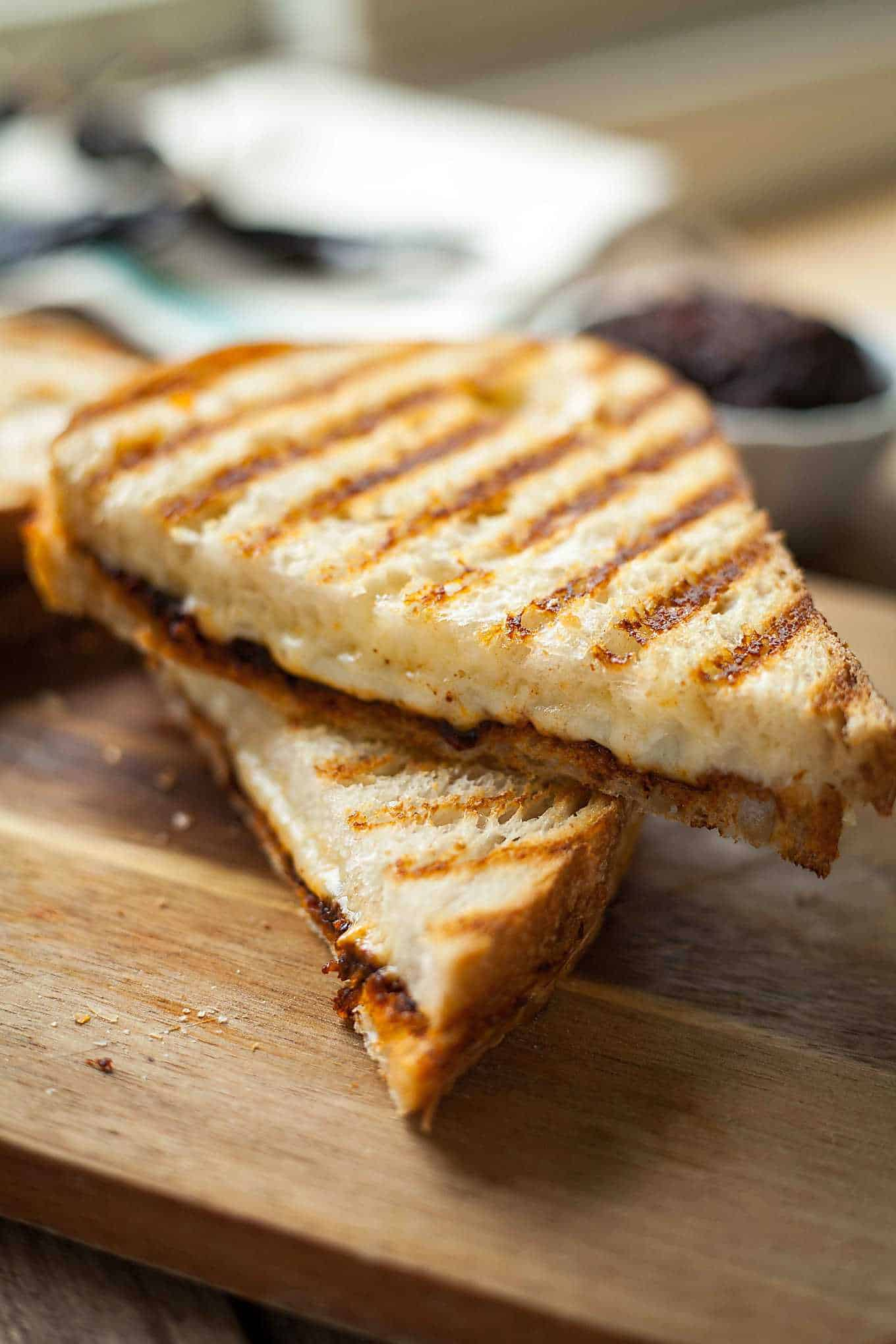 a grilled cheese sandwich cut in half