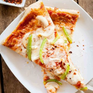 Onion and Green Pepper Pizza - This is always my favorite vegetarian pizza to order at a pizza place, now I can make it at home! theliveinkitchen.com
