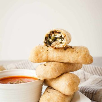 Spanakopita Pizza Dippers | theliveinkitchen.com @liveinkitchen