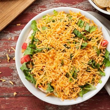 Taco Dip - An easy crowd pleasing snack or appetizer! Just a few simple ingredients, great for parties, holidays, or the big game! Full recipe at theliveinkitchen.com @liveinkitchen