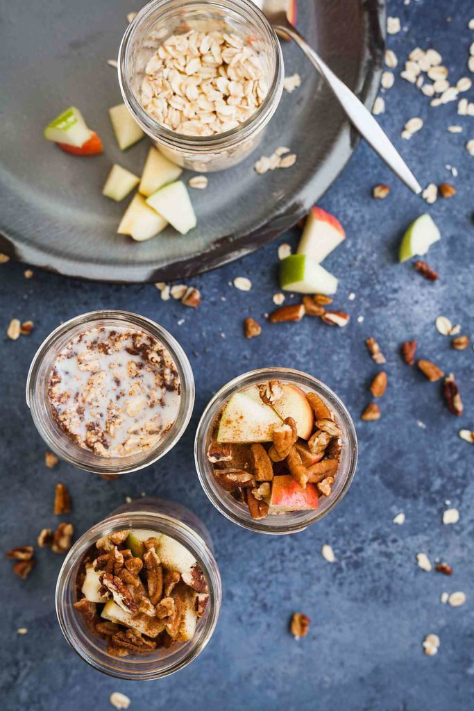 Apple Spice Overnight Oats - A wholesome breakfast you can prep the night before! Full recipe at theliveinkitchen.com @liveinkitchen