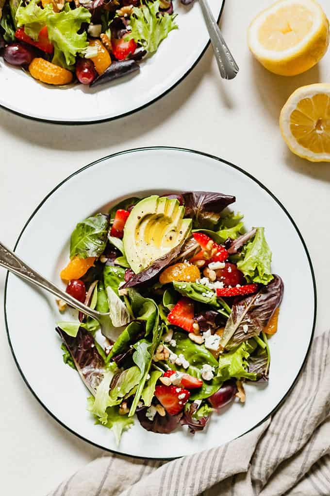 Summer Salad with Fruit - A healthy salad that's the best for lunch or dinner! #lunch #dinner #salad #healthy #vegetarian #fruit #summer