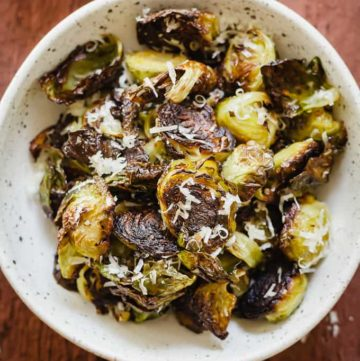 Roasted Brussels Sprouts with Parmesan - Crispy roasted brussels sprouts topped with freshly grated parmesan cheese! #healthy #easy #fast #brusselssprouts #sidedish