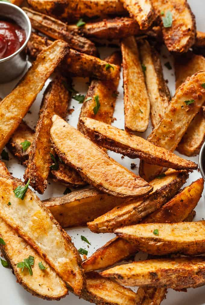 a pan of oven baked potato wedges