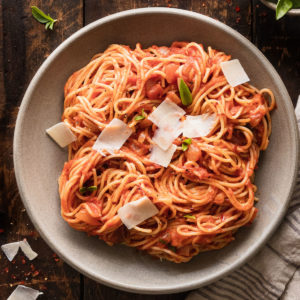 featured image of spaghetti arrabbiata on a plate