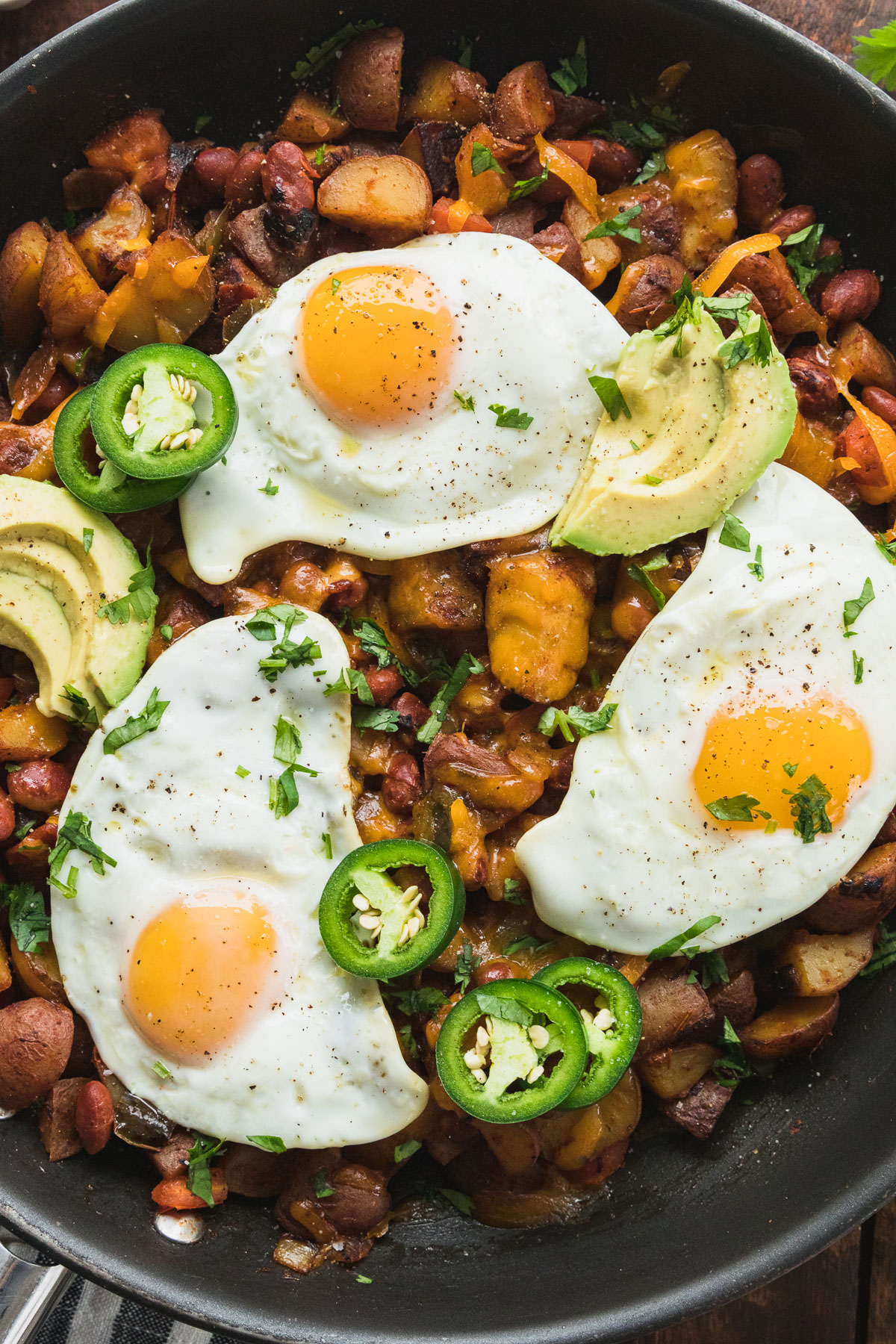 close up image of southwest veggie breakfast skillet in pan